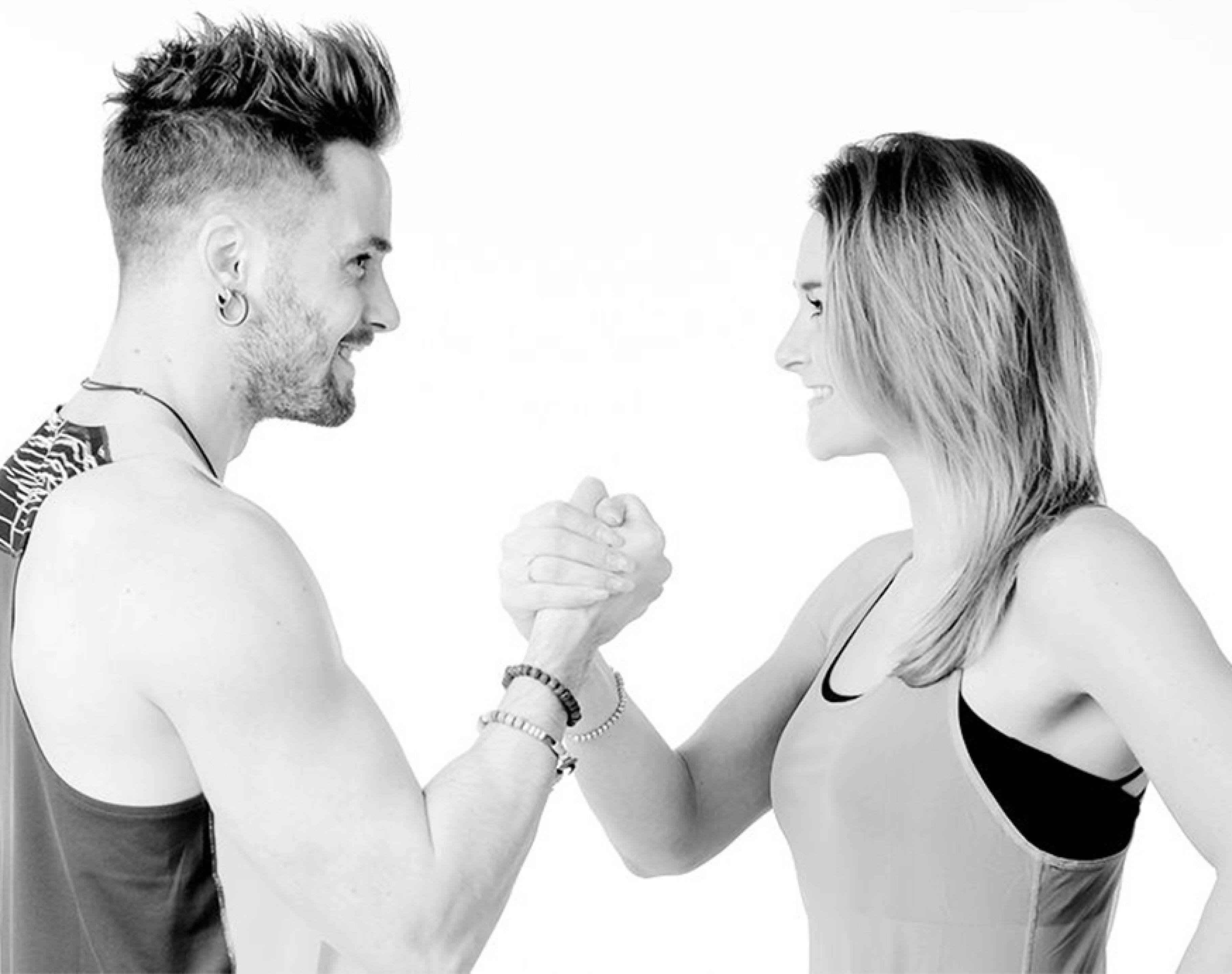 4 tips til å komme i gang, Marianne og Axel holder hender
