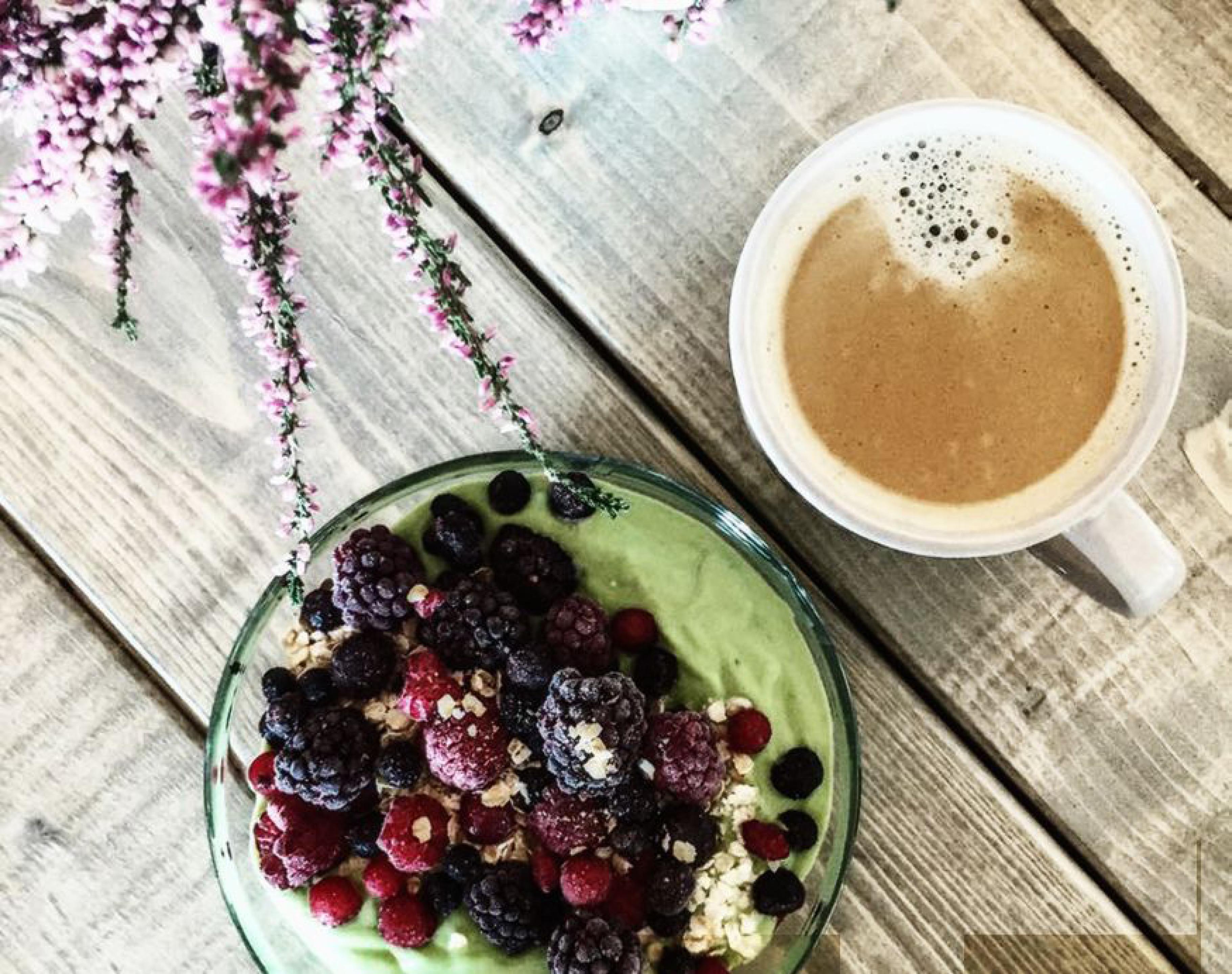 Næringsrik, sunn og smakfull frokost, frokostbolle og kaffe
